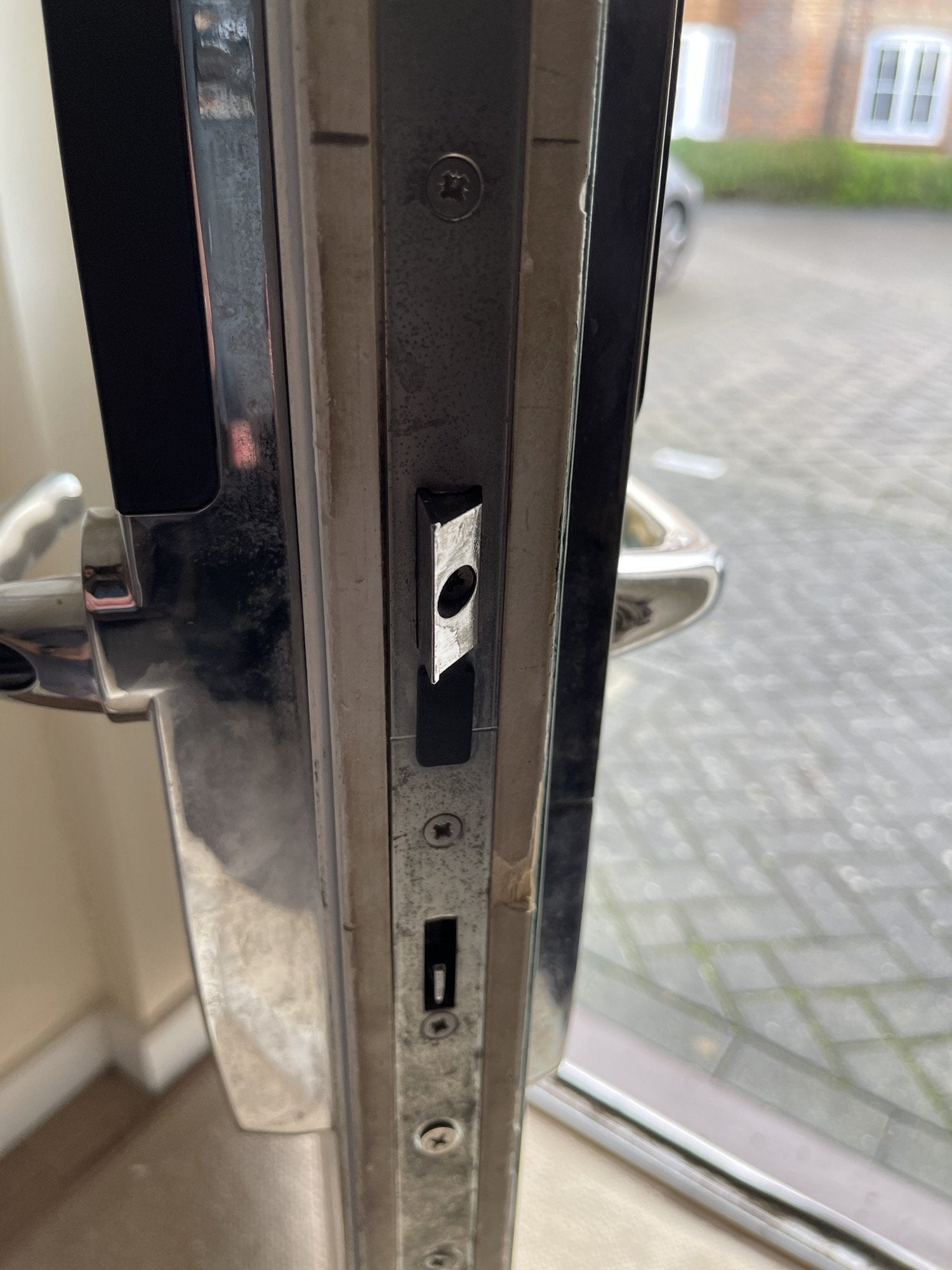 Can anyone advise you on what type of HomeKit door