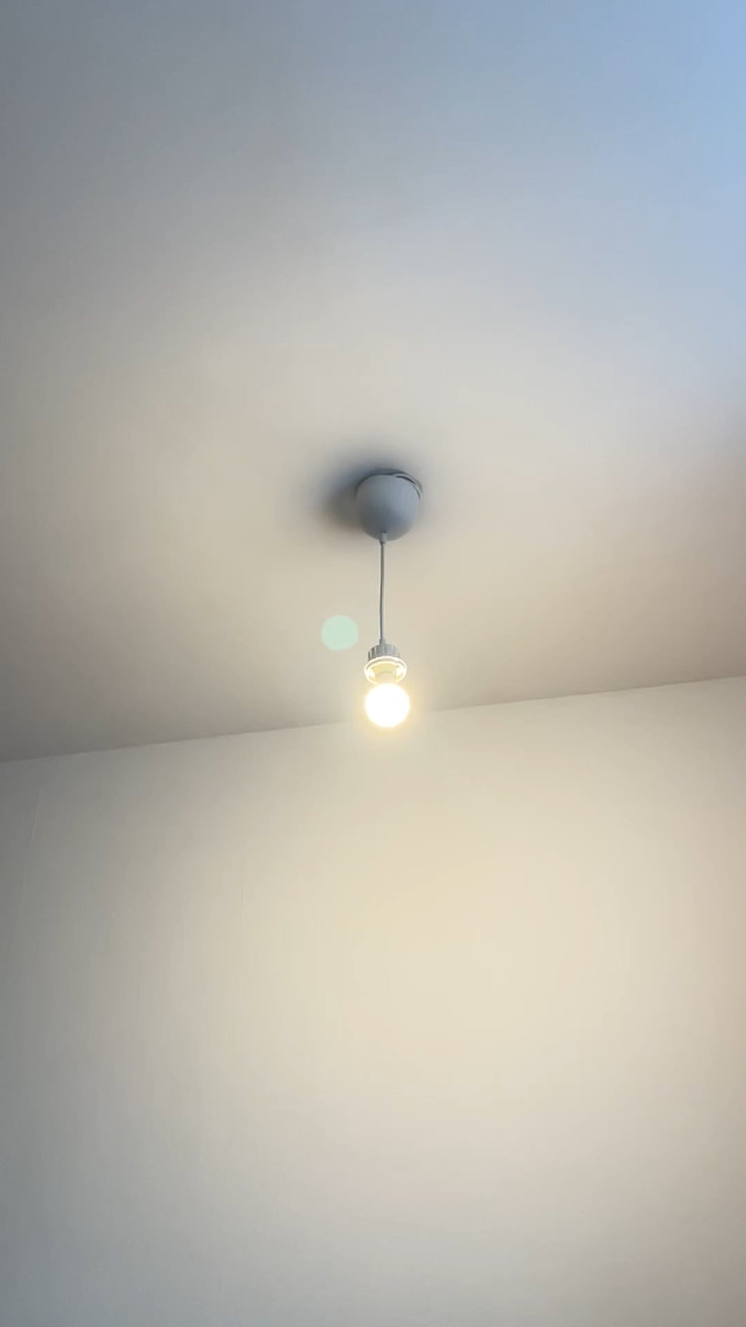 [EPILEPSY WARNING: Rapid Flickering] Nanoleaf Essentials Flashing Bulb visible at 60+ fps (not visible at 30 and below).  Is it normal for other LED bulbs?  I also experienced eye fatigue that was not present with the IKEA LED bulb I had before.