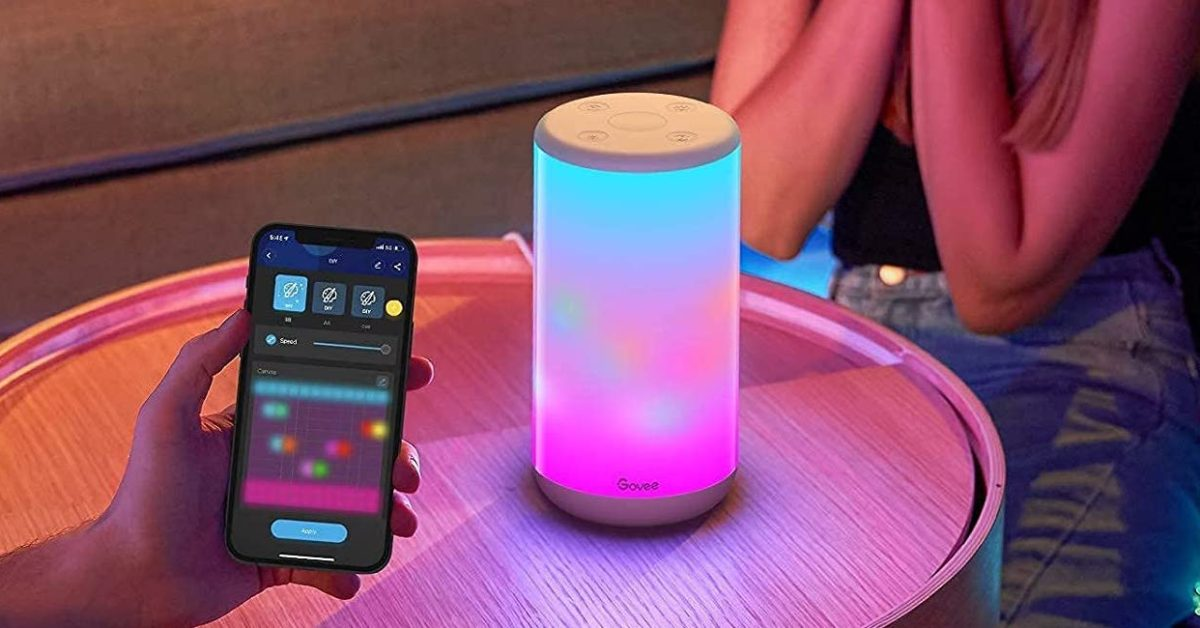 Govee multi-color smart table lamp with music sync, voice support, more now 38 USD (Reg. 60 USD)