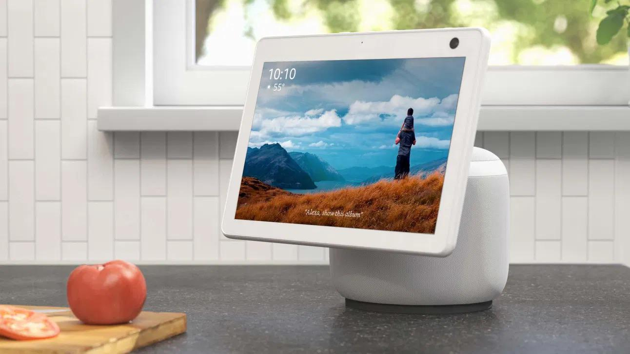 HomePod + iPad mini would be a purchase on day 1. (In the image Echo Show 10)