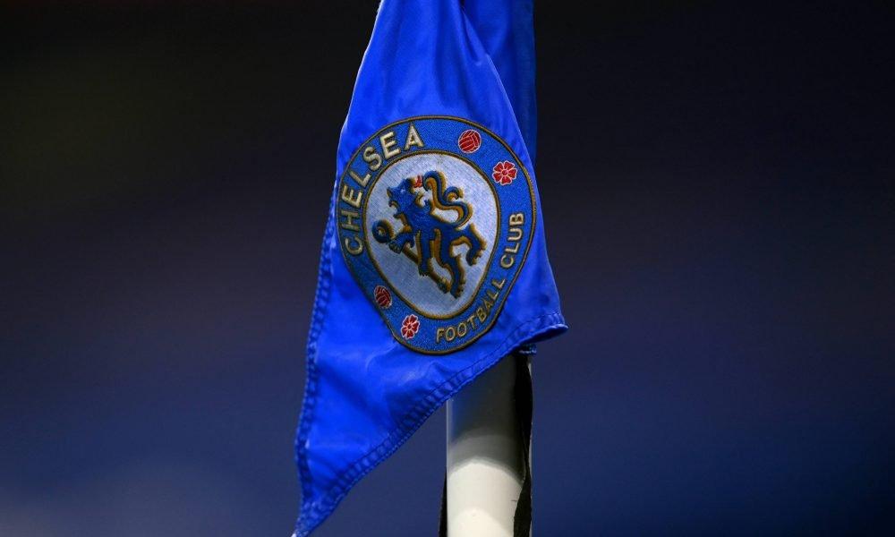 The Chelsea logo on the corner flag at Stamford Bridge. (imago Images)