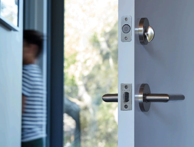 The invisible lock level enabled for HomeKit no longer requires a reservation