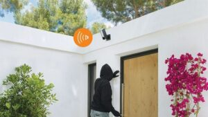 The updated NetKmo HomeKit outdoor camera includes a built-in siren