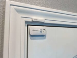 Review of the VOCOlinc VS1 contact sensor: Opening the door